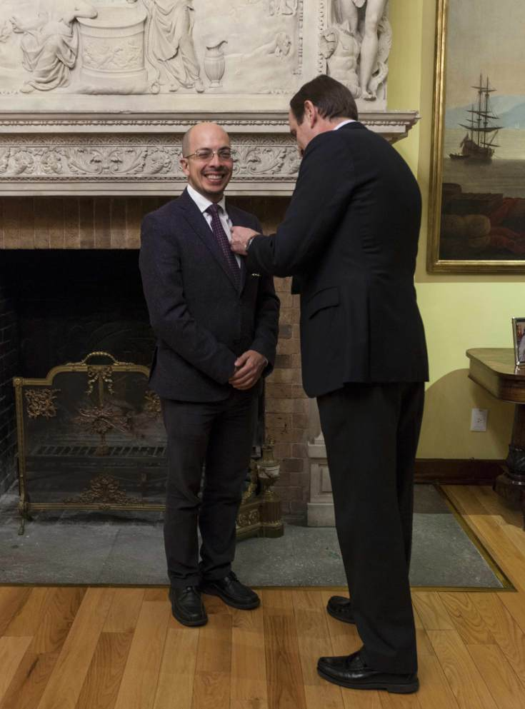 Jorge Volpi recibe distinción del embajador Don Luis Fernández- Cid -3