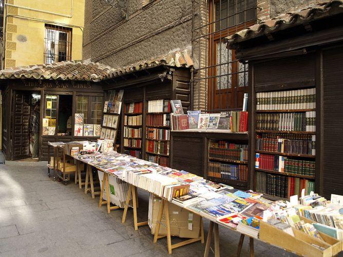 800px-Libreria_San_Gines