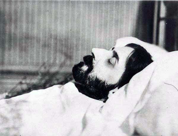 marcel-proust-sur-son-lit-de-mort-20-novembre-1922-man-ray