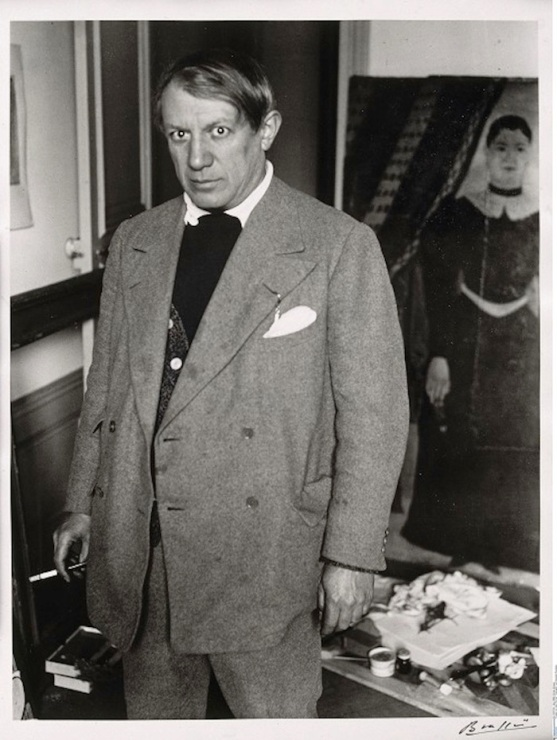 """Picasso vor dem Portrait """"Yadwigha"""" von Douanier-Rousseau"""