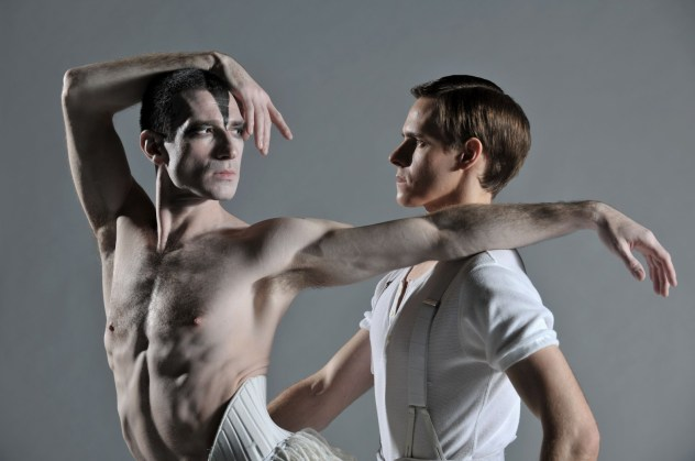 sam-archer-as-the-prince-jonathan-ollivier-as-the-swan-in-matthew-bournes-swan-lake-photo-by-hugo-glendinning-3