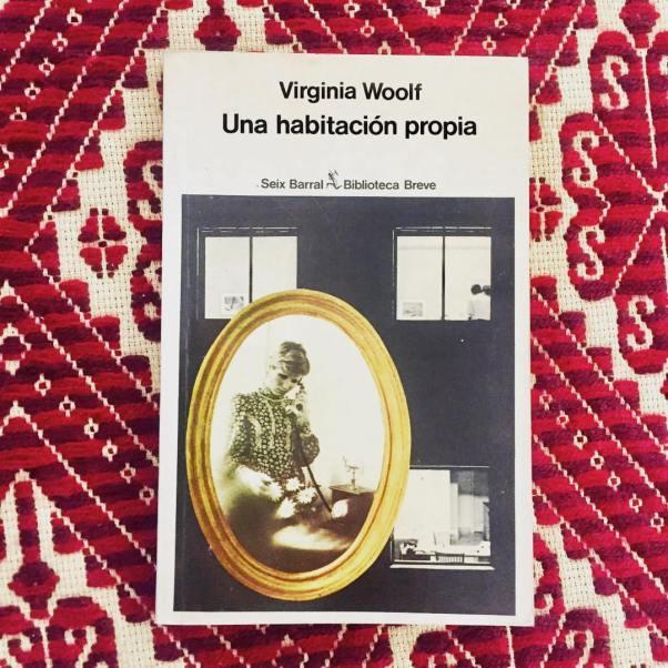 por-qu-los-hombres-beban-vino-las-mujeres-agua-por-qu-era-un-sexo-tan-prspero-y-el-otro-tan-pobre-unahabitacionpropia-virginiawoolf-books-bookslovers-librosrecomendados-feminismo_3403349