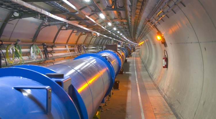 Los aceleradores de partículas, son instrumentos que utilizan campos electromagnéticos para acelerar las partículas cargadas eléctricamente hasta alcanzar velocidad es muy altas, pu