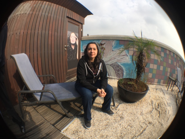 Fernanda con gran angular