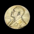 El Nobel que defendió a un criminal de guerra